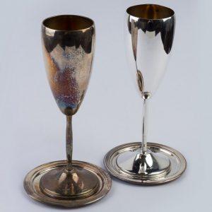 Set, pereche de 2 cupe, pahare cu farfurioare din argint masiv aurite